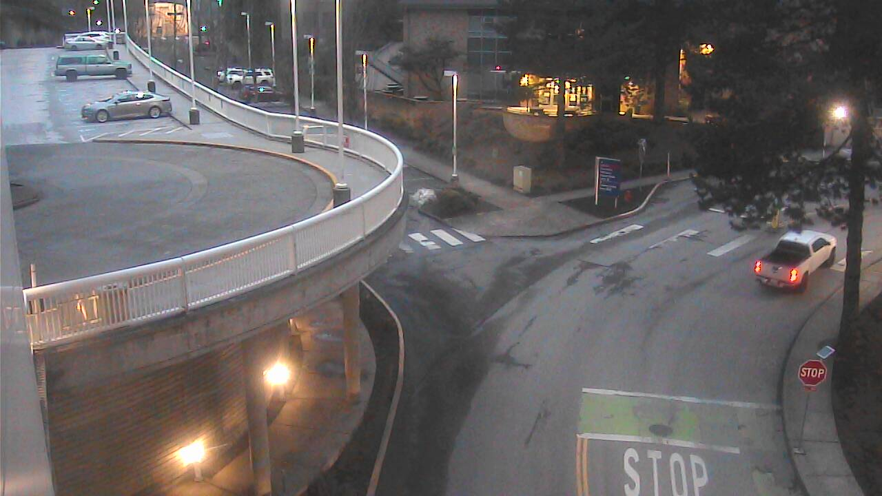 Traffic camera image of Campus Drive West